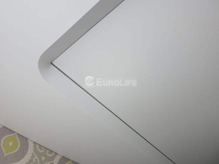 Двухуровневый потолок ПВХ с конструкцией под углом 45 градусов и внутренней подсветкой12
