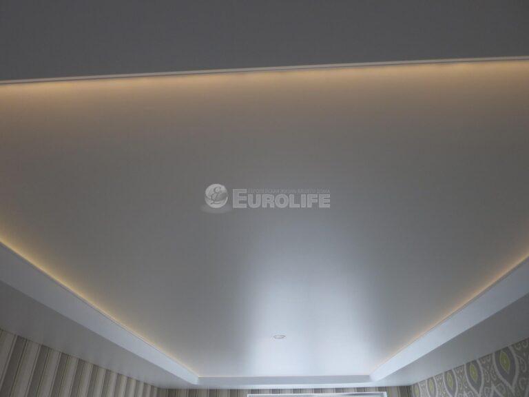 Двухуровневый потолок ПВХ с конструкцией под углом 45 градусов и внутренней подсветкой19