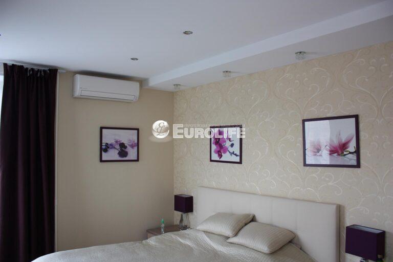 Прямолинейный двухуровневый тканевый потолок