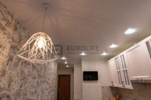 чем интереснее плафон люстры, тем интереснее тень от него на потолке