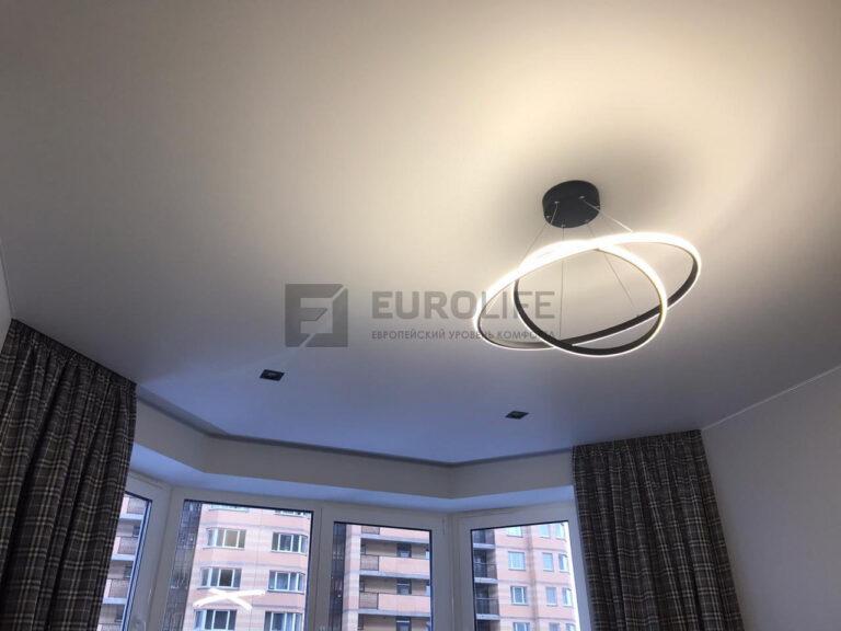 Эркерный потолок с нишей для скрытого карниза