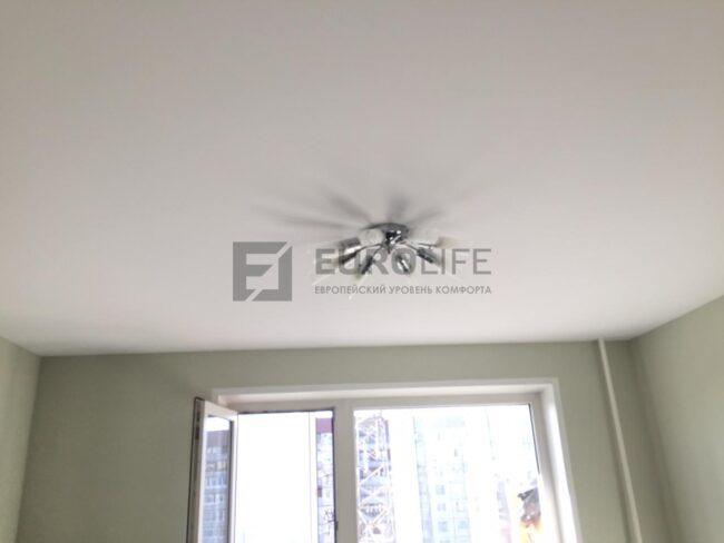 Тень от люстры на натяжном потолке