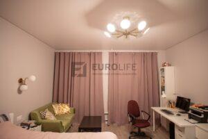 теневой потолок в комнате (натяжной потолок на системе eurokraab)