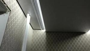 подсветка встроенной гардины в натяжном потолке