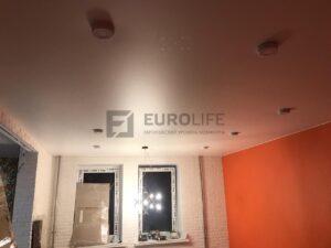 мягкие блики свойственны сатиновым потолкам