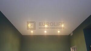 потолок с 6 светильниками