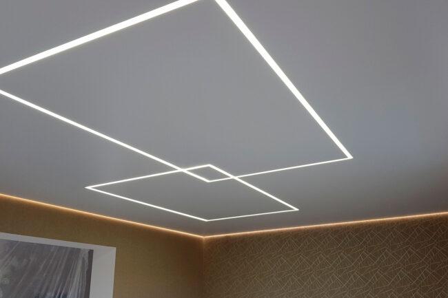 потолок световые и парящие линии по периметру