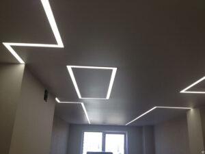Сочетание открытых и замкнутых фигурных композиций света в 1 комнате.