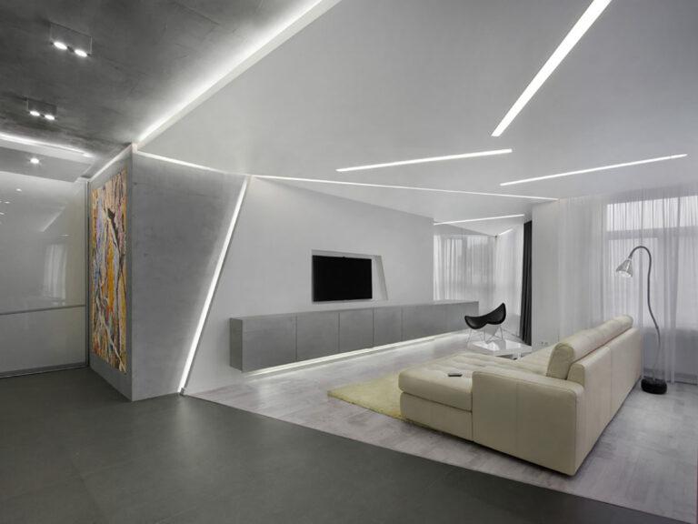 Сочетание закарнизной, парящей, контурной подсветки и световых линий в большой гостиной - в т.ч. отличный способ зонирования (не только освещения непосредственно).