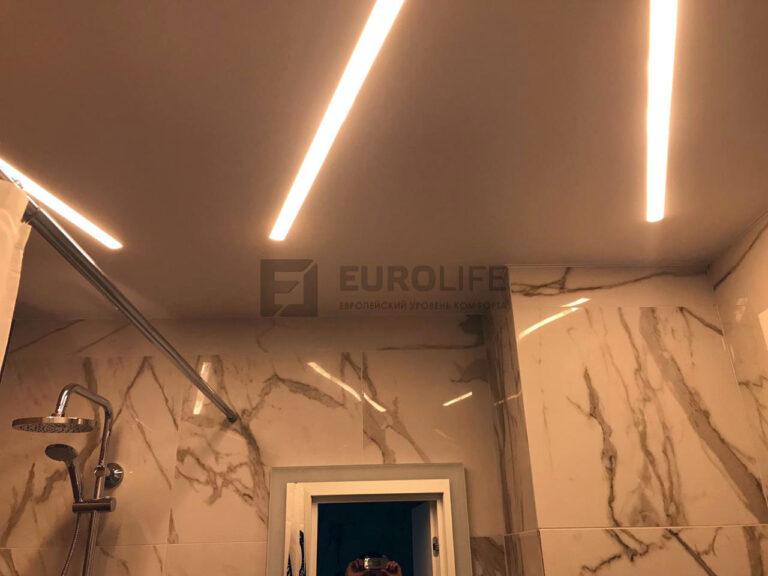Световые линии в качестве основного света в ванной комнате