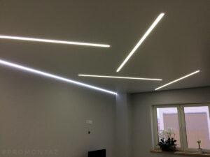 Сочетание световых линий и парящей стены в комнате. Обратите внимание на разную температуру свечения (холодную и теплую).