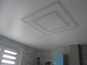 Световые квадраты выключенные на кухне