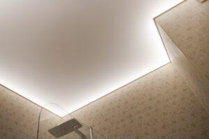 холодная подсветка потолка в ванной изнутри по периметру
