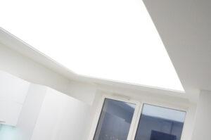 световое окно в потолке