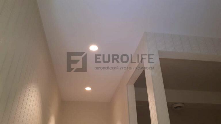тканевый потолок дескор в коридоре переходящем в кухню