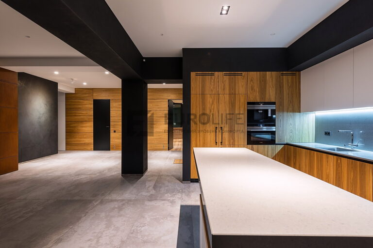 тканевые потолки в зоне кухни и гостиной частного дома