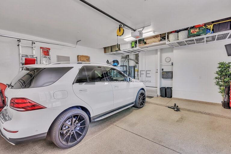 натяжной потолок в гараже с механизмом открытия ворот