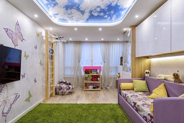 двухуровневый потолок с фотопечатью и подсветкой за полотном в детской