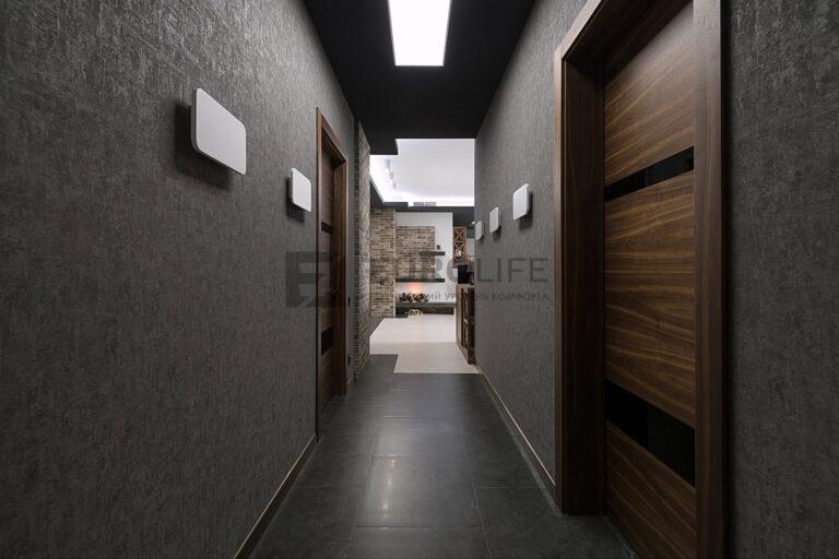 световое окно из светопрозрачного полотна в гипрочном коробе в коридоре